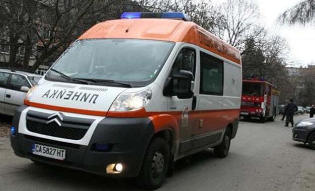 Двама мъже са с опасност за живота и един е по-леко пострадал след ПТП на пътя между с.Черниче и с.Брежани