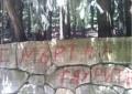 """Надпис """"Смърт на гяурите"""" оскверни паметника на Хаджи Димитър"""