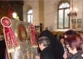 Над 30 000 вярващи се докоснаха за 2 дни до чудотворната икона в Дупница