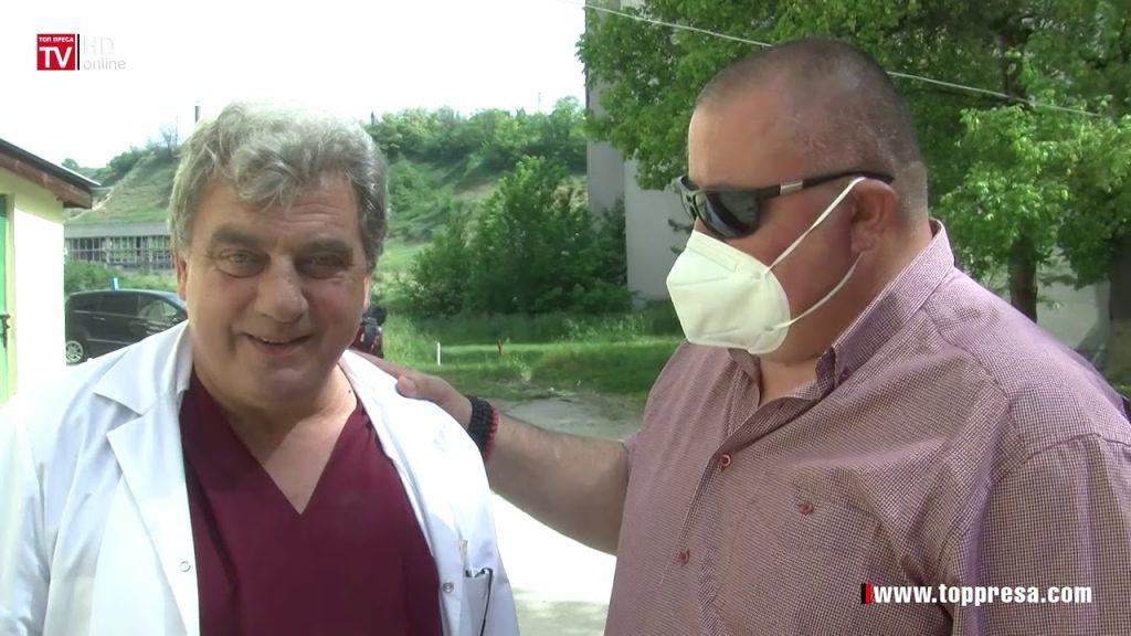 Доктор Костадин Итев - в ляво